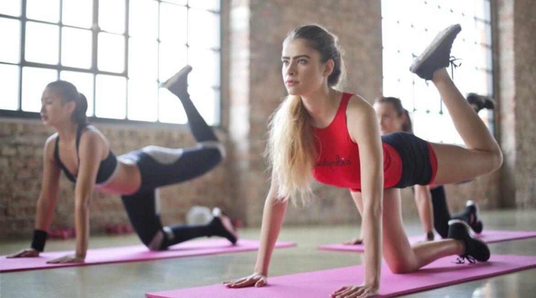 Tres ejercicios para glúteos que puedes hacer en casa