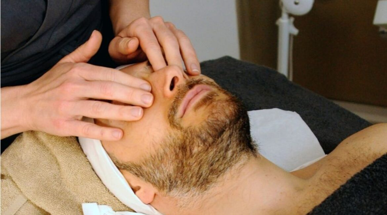 Un masaje facial pensado para hombres