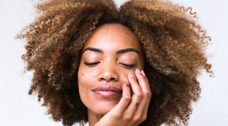 Cómo hidratar la piel del rostro tras exposiciones al sol