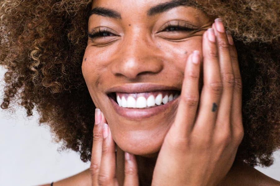 Cómo saber si tu piel necesita un extra de vitaminas faciales